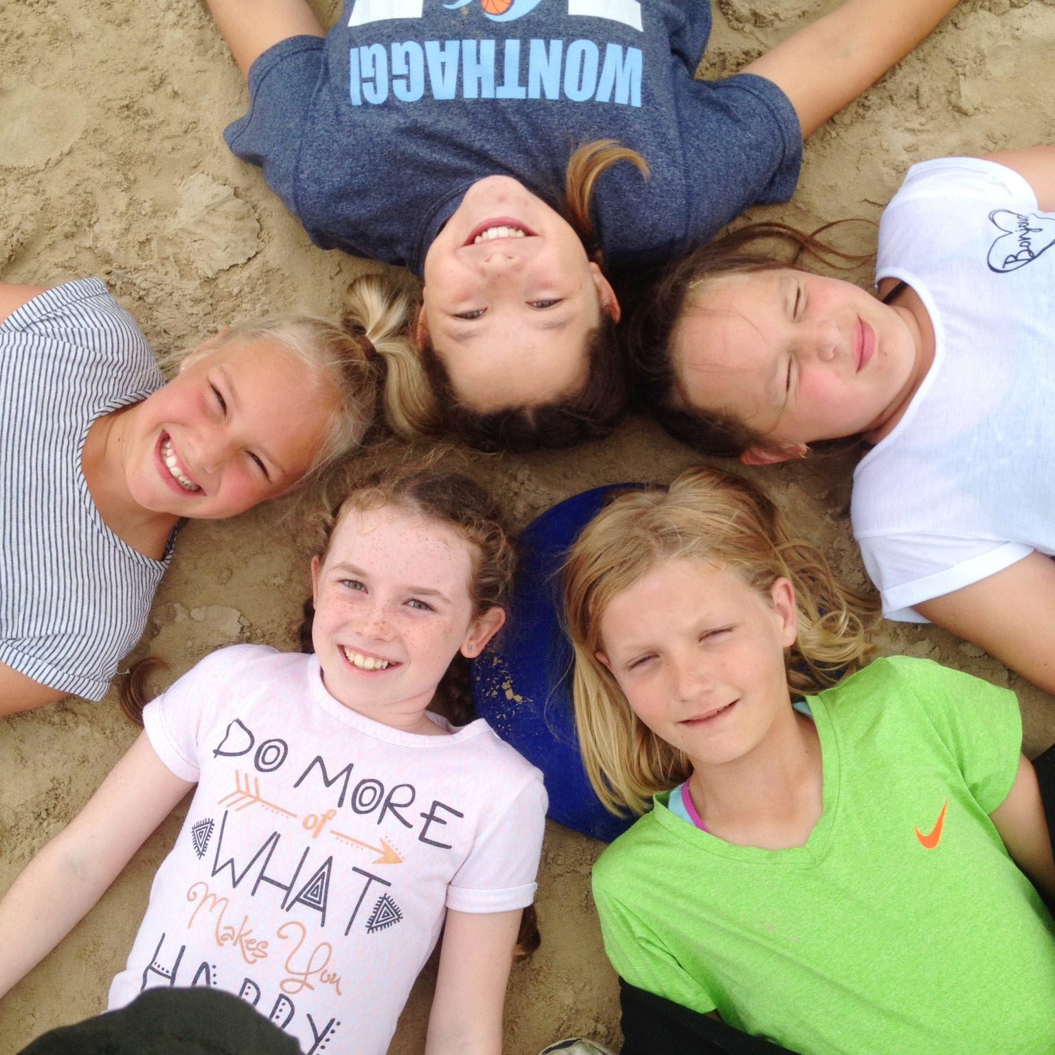 Wonthaggi-North-Primary-group-of-girl-students-beach-fieldtrip